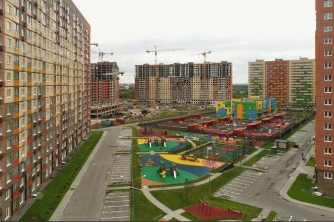 igrovye-ploshchadki-vo-dvore-zhk-tomilino-2018